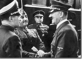 Hitler and Franco greet each other on the platform